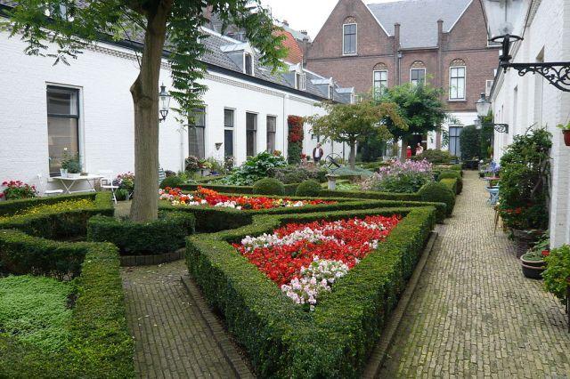 Hofje in den Groenen Tuin, founded in 1616